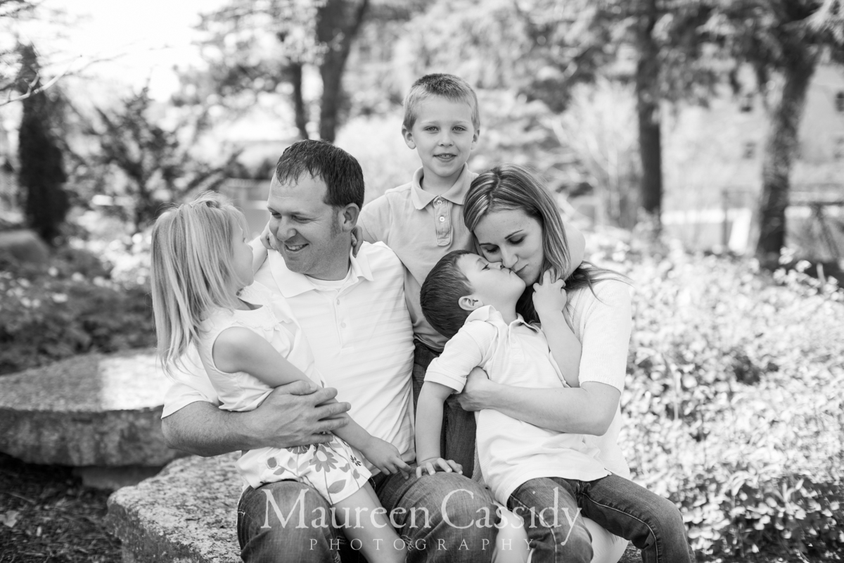 madison-family-photographer-outdoors toddlers natural-family-candid