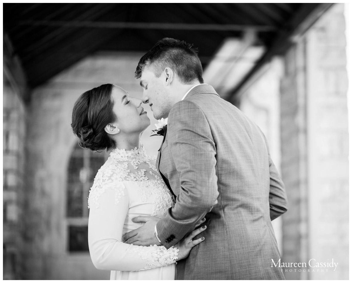 natural looking photos of a wedding