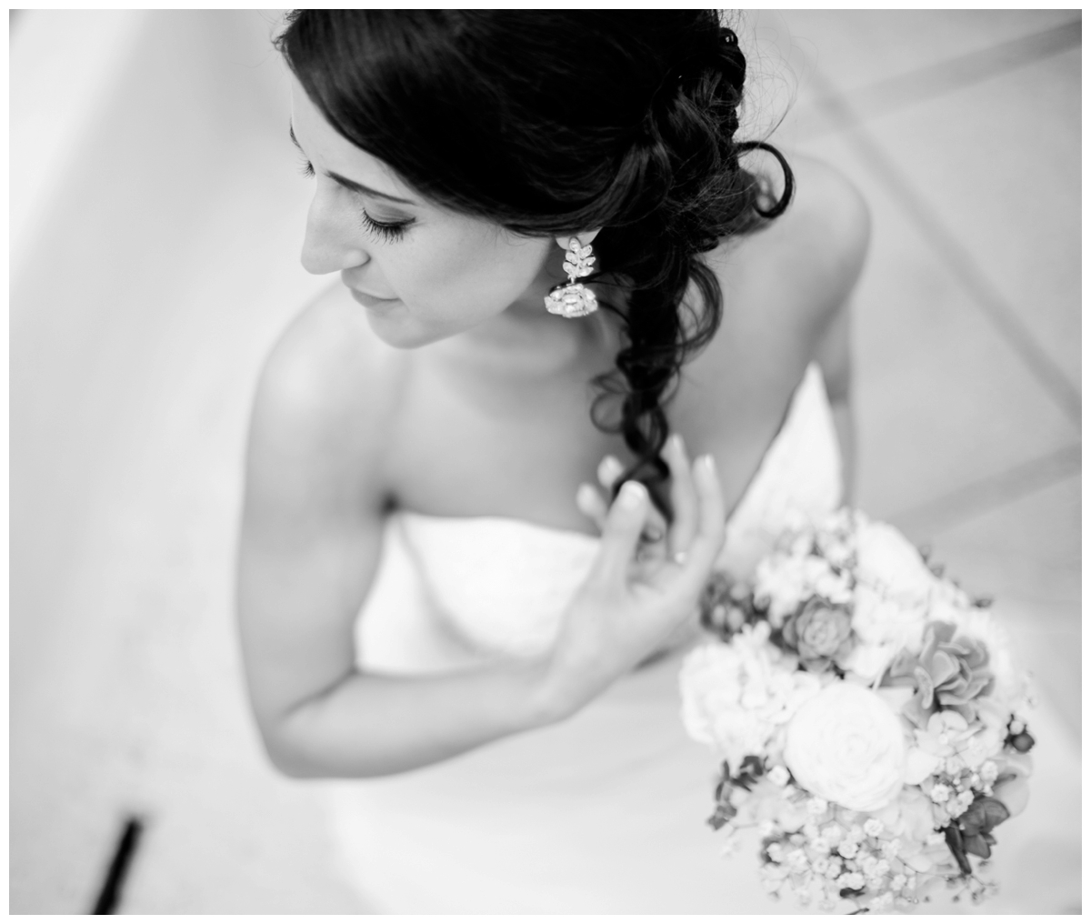 beautiful bride black and white wedding photo